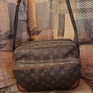Louis Vuitton Bags - Authentic Louis Vuitton bag